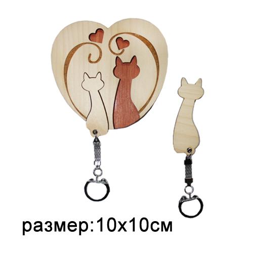 Ключница резная деревянная Кошки с сердечками 10*10см